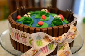 frog birthday party theme she bakes and creates