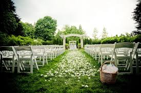 backyard wedding venues 5 reasons to garden or backyard wedding weddingelation