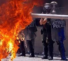 Η για χρόνια καλλιεργούμενη εξομοίωση των πολιτικών οδήγησε στην βία...