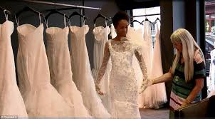 when to shop for a wedding dress how to shop for a wedding dress