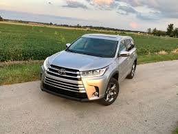 toyota highlander 2017 toyota highlander review 5 things buyers need to know