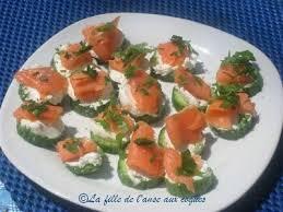canape saumon petits canapés subito presto au concombre saumon fumé et chèvre