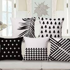 coussin pour canapé gris blanc et noir coussins géométriques pour canapé gris coussins de