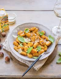 cuisiner les gnocchis gnocchi de patate douce sauce noisettes et gorgonzola les
