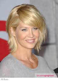 short crown layered shag long haircut jenna elfman s medium shag is made modern with a side swept fringe