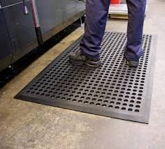 anti fatigue mat for standing desk standing desks do you wear shoes on anti fatigue mats quora