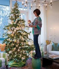 House And Home Christmas Decorating by How To Choose And Light The Perfect Christmas Tree