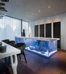 luxus kche mit kochinsel minimalistische kücheninsel mit integriertem aquarium