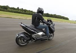 essai scooter exclusif yamaha t max hyper modified par ludovic