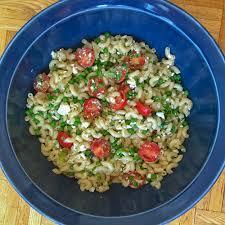 cuisiner tomates salade de macaroni tomates pois verts et feta l anarchie