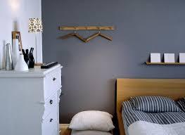 bild f r schlafzimmer farbige kommode fur weisses schlafzimmer ideen für kuhles