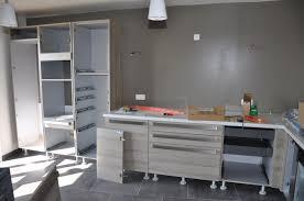 pose de cuisine arrivée et montage de la cuisine le de soso construction