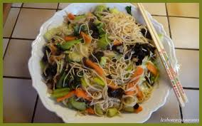 cuisiner des pates chinoises recette nouilles chinoises sautées au pak choï recette nouilles