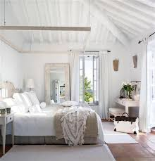 Farmhouse Decorating Ideas How To Get The Look White Rustic - Shabby chic beach house interior design