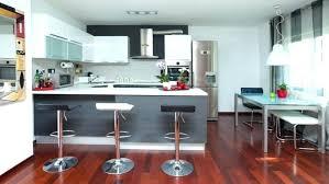 amenager cuisine ouverte agencement de cuisine ouverte cuisine blanche ouverte sur salon