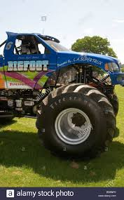 the monster truck bigfoot bigfoot monster truck trucks suv ford pickup pick up car crushing