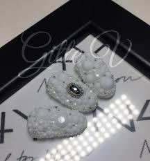 hvide negle med hvide diamanter nail art beads og sølv sten boble