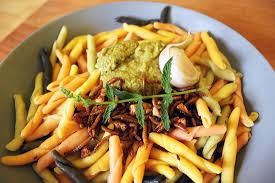 insectes dans la cuisine une recette de pâtes aux insectes comestibles