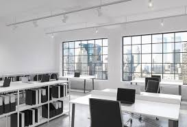 bureau lumineux lieux de travail dans un bureau moderne lumineux de l espace ouvert