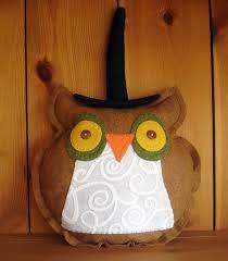 outdoor halloween pillows halloween mummy pillow e2 80 94 crafthubs 10 minute craft