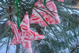 Candy Decorations For Christmas Tree by 25 Candy Cane Crafts Diy Decorations With Candy Canes