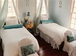 unique guest bedroom decorating ideas guest bedroom decorating