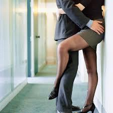l amour dans le bureau faire l amour au bureau où quand et comment amour plurielles fr