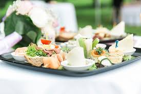 ã berraschungen zum hochzeitstag hochzeitsfest unter dem apfelbaum hochzeit planen mit weddingstyle