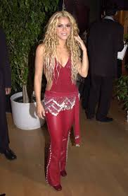 what color is shakira s hair 2015 shakira s photos through the years popsugar latina