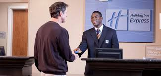 Qualities Of A Front Desk Officer 10 Traits Of A Great Hotel Front Desk