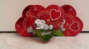 peanuts s day peanuts happy s day snoopy on grass heart gift box set