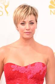 pennys no hair stlye kaley cuoco dyes her hair pink for the second time and it s just