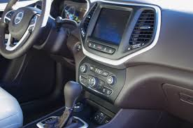jeep audio review 2016 jeep cherokee overland canadian auto review