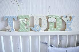 lettres pour chambre bébé lettres prénom en bois et tissu imprimé pour chambre de garçon