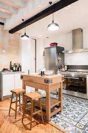 parquet dans une cuisine carrelage imitation parquet cuisine maison design bahbe com