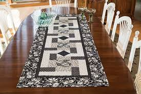 table runner paddlewheel table runner quilt pattern keepsake quilting