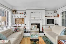 adorable parisian style greenwich village one bedroom wants this sweet little greenwich village one bedroom rental has a lot of good things going for it let s start with the location it s on west 9th street between