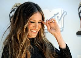 how to achieve dark roots hair style embrace your roots with balayage color sarah jessica parker