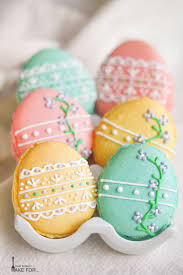 Decorating Easter Eggs With Royal Icing by Easter Egg Macarons What Should I Make For