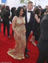 sag awards 2017 modern family u0027s ariel winter in gold gown daily