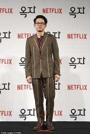 target black friday walking dead season five steven yeun open to returning to the walking dead daily mail online