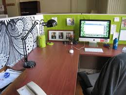 Home Office Decor Ideas by Mesmerizing Decorating Office Desk For Christmas Decorating Your