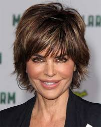 how to style lisa rinna hairstyle lisa rinna hairstyles are easy to style pelo corto pinterest