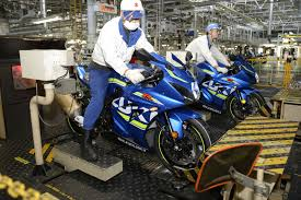 suzuki motorcycle building the 2017 suzuki gsx r1000r suzuki factory visit