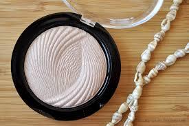 makeup revolution radiant lights rocaille writes the subtlest sheen makeup revolution vivid baked