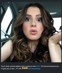 did laura marano really cut her hair nick and disney tv laura marano on her way to the dosomething