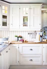 nice hardware for white kitchen cabinets white kitchen knobs