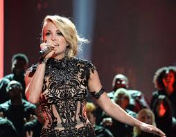 carrie underwood gives amazing 2016 cmt music awards performance