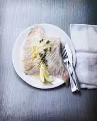 cuisiner la raie au beurre noir raie au beurre noir pour 2 personnes recettes à table