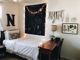What To Put On End Tables by Best 20 College Dorm Desk Ideas On Pinterest Dorm Desk College